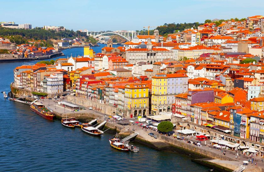 Portugal-Porto-view-of-the-city-and-Douros-river-early-in-the-morning-1400-(1).jpg